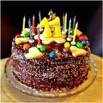 Una Torta fluffosa al mandarino con crema e cioccolato e tanti auguri!