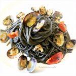 Spaghetti al nero di seppia e vongole