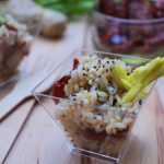 Bicchierini di riso integrale con sedano, zenzero fresco e pomodori secchi