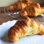 Croissants sfogliati con lievito madre