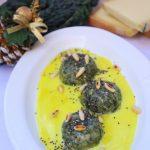 Gnudi con cavolo nero, fonduta di fontina e curcuma , pinoli tostati e semi di chia